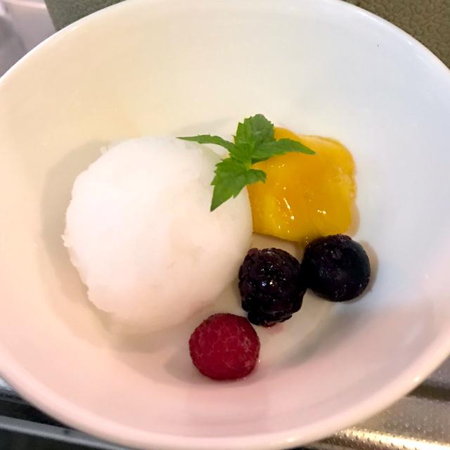 ライチシャーベットアイスとフルーツ