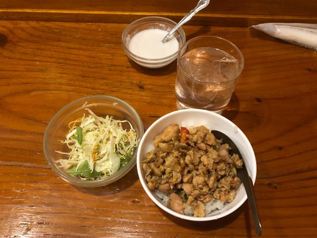 バンコク ピーナッツ食堂ミニガパオセット