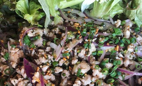 鶏肉のラープサラダ