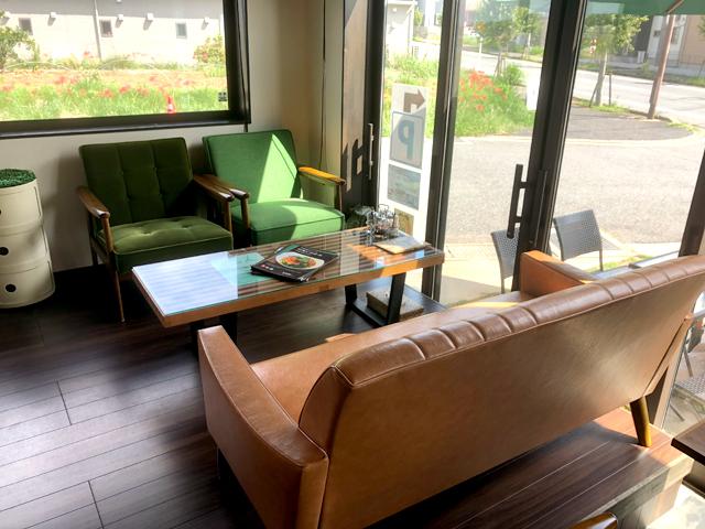 カフェで使っていたジョージネルソンのベンチテーブル