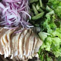 タイ風蒸し鶏サラダ