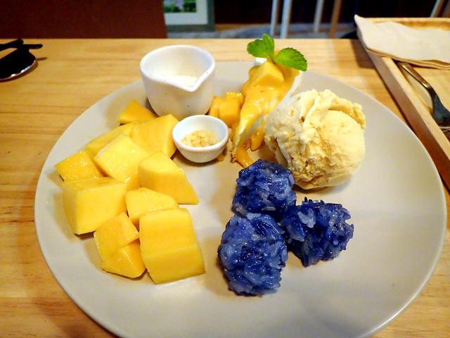 『カオニャオマムアン&チーズケーキ&アイスクリーム』