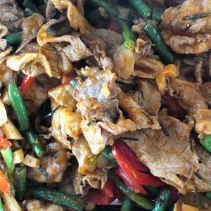 豚肉とインゲンのレッドカレー炒め