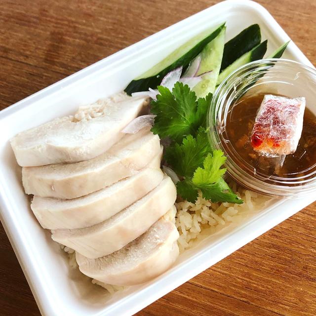 カオマンガイ(タイ風蒸し鶏乗せご飯)