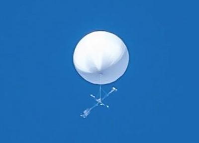白い気球のような未確認飛行物体